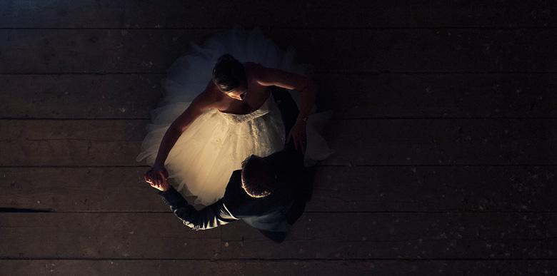 Romantisches Stimmungsfoto vom Hochzeitspaar